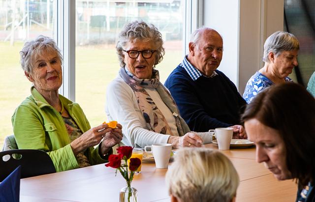 Generasjonslunsj – flott møte mellom barn og eldre
