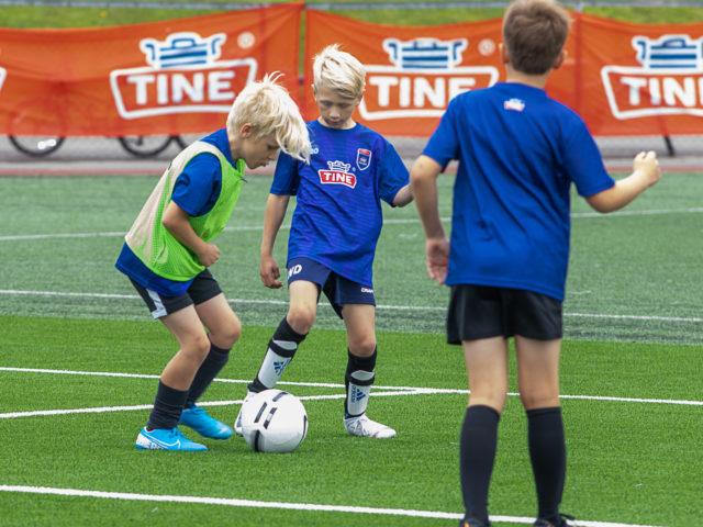https://www.flintfotball.no/wp-content/uploads/2020/08/Fotballskolen-2020-dag-1-16-640x480.jpg