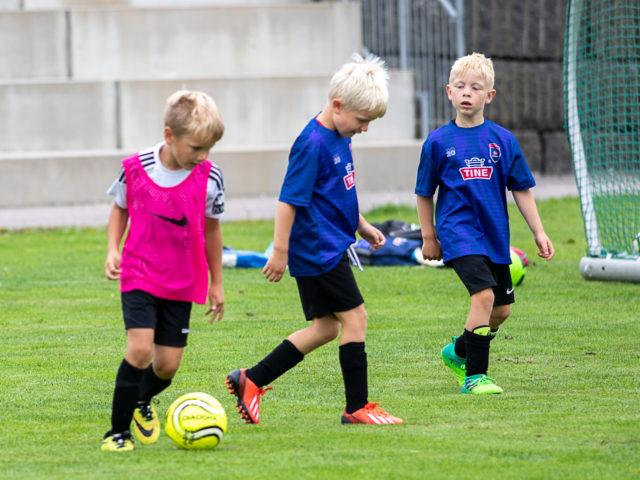 Full fart på Flint TINE Fotballskole