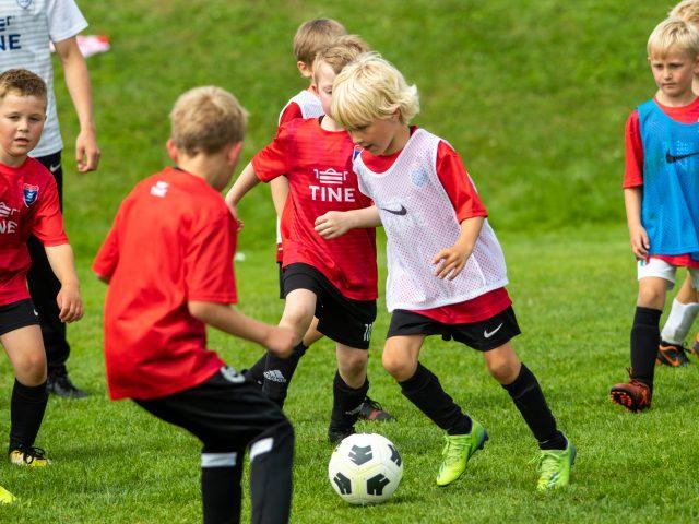 https://www.flintfotball.no/wp-content/uploads/2021/06/TINE-fotballskole-2021-dag-1-46-640x480.jpg